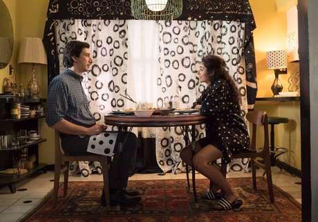 Golshifteh Farahani interpreta Laura, namorada de Paterson que quer ser reconhecida como artista