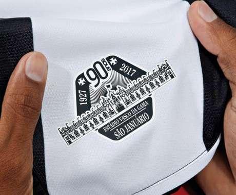 Novas camisas terão selo comemorativo dos 90 anos de São Januário (Foto: reprodução)