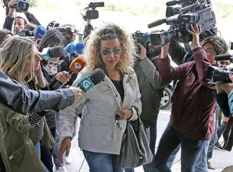Diana López-Pinel, la madre de Diana Quer, a su llegada al juzgado de Ribeira