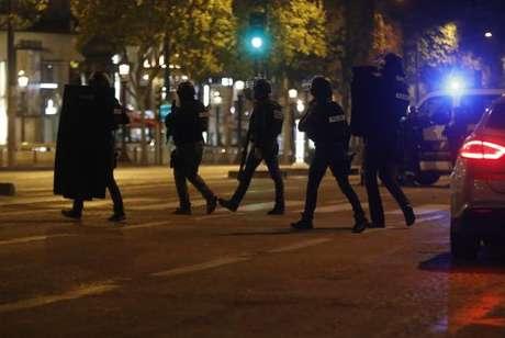 Autor dos disparos na Champs-Elyssés queria atingir os policiais