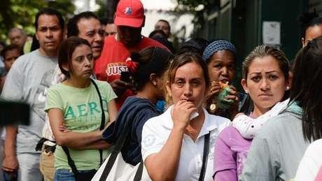 Os venezuelanos se acostumaram a ficar em filas para comprar produtos básicos