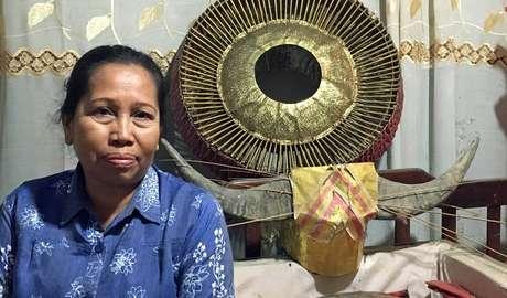Mamak Lisa mantém corpo do pai em casa