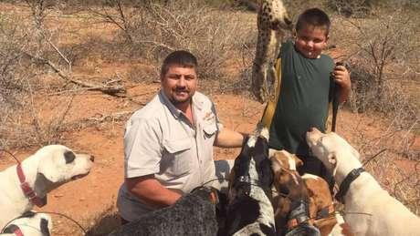 Os restos mortais do caçador sul-africano Scott van Zyl, que estava desaparecido desde 7 de abril, foram achados em dois crocodilos no Zimbábue