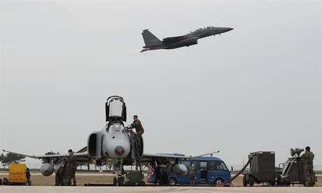 Coreia do Sul e Estados Unidos realizam exercícios militares em conjunto