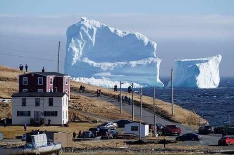 Cidade do Canadá fica na rota de icebergs