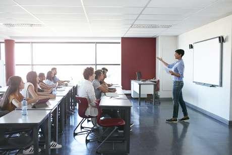 Dar aula é a atividade número um do licenciado. Por mais que ele possa optar por trabalhar em outras frentes, terá que encarar essa tarefa por algum tempo