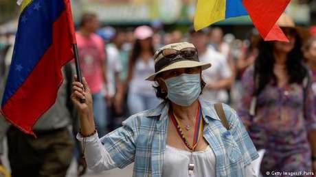 Um dia após protestos terminarem com três mortes, oposição marcha novamente em Caracas para pedir eleições e destituição do presidente. ONU expressa preocupação com país