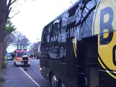 Ônibus foi atacado a caminho do jogo contra o Monaco (Foto: Carsten Linhoff / dpa / AFP)