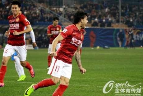 Goulart deu a vitória ao Guangzhou Evergrande (Foto: Reprodução)