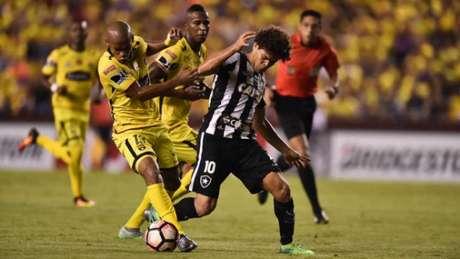 Camilo - que criou situações de gol - não foi feliz nas conclusões dentro do Monumental (Foto: AFP)