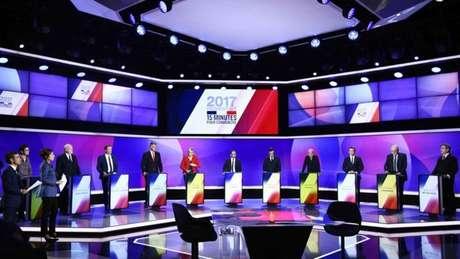 Os onze candidatos à Presidência debatiam na TV quando se deu o incidente em Paris