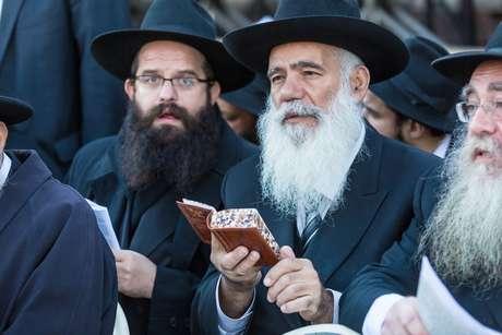 Un judío ortodoxo retrasó un vuelo por más de una hora