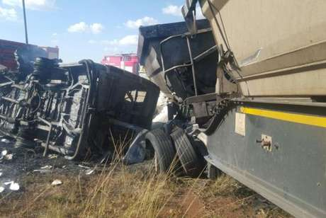 Acidente com ônibus escolar na África do Sul deixa pelo menos 20 mortos