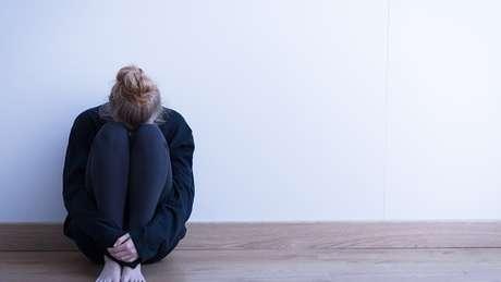 Suicídio ainda é tabu, mas especialistas defendem que deve ser mais debatido