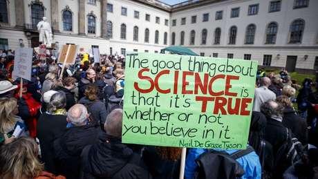 Cientistas também se manifestaram em Berlim, na Alemanha