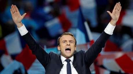 Centrista e favorito nas eleições, Macron defende maior integração da zona do euro