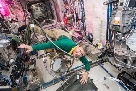 Peggy acumula recordes e chega hoje à marca dos 535 dias no espaço, feito inédito entre os astronautas dos Estados Unidos