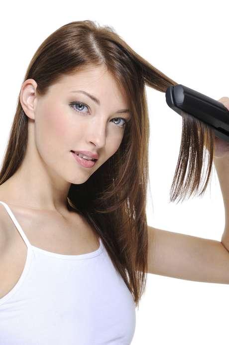 Cuidado para não cair nos mitos da internet, é possível usar a chapinha e ter um cabelo saudável