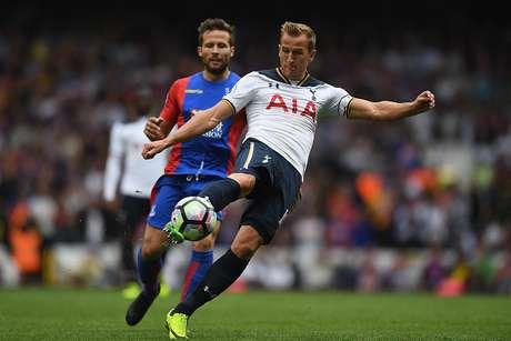 Tottenham ganó con sufrimiento y se mantiene en la pelea