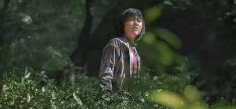 """Original Netflix, o novo filme de Joon-Ho Bong (""""Expresso do Amanhã"""") traz no centro uma menininha que arrisca tudo para impedir que uma multinacional sequestre seu melhor amigo – um animal gigantesco chamado Okja"""
