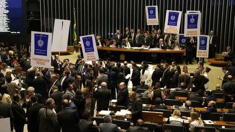 Reforma passou com 296 votos a favor e 177 contra