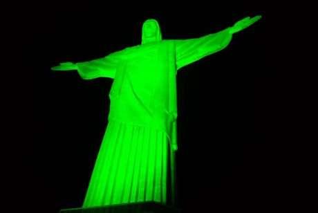 Cristo Redentor é iluminado de verde para comemorar o Dia Mundial em Memória das Vítimas de Acidentes de Trabalho  Arquivo