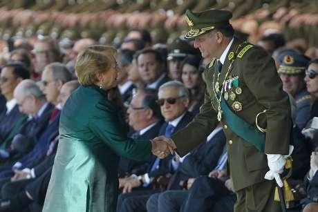 General Villalobos pide perdón y condena fraude a la institución — Aniversario Carabineros