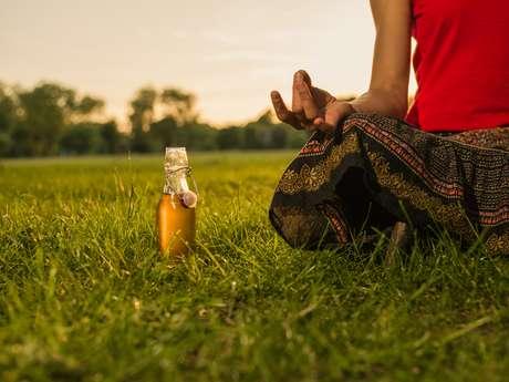 Cerveja e ioga. Que tal?