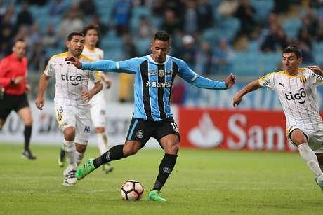 El Gremio derrota 4-1 al Guaraní lídera el Grupo 8