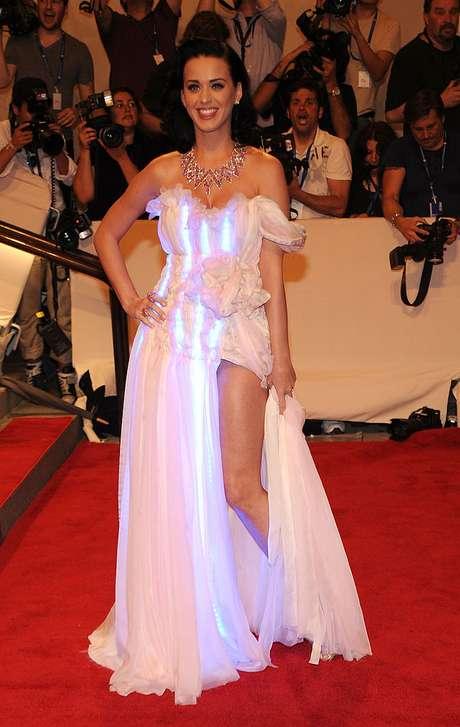 Katy Perry en la Met Gala 2010 con un vestido Cute Circuit.