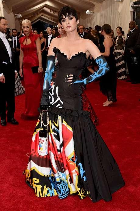 Katy Perry en la Met Gala 2015 lució un vestido Moschino.