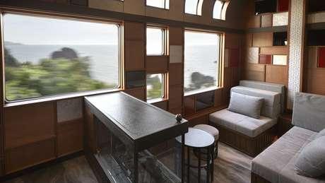 Com capacidade para apenas 34 passageiros, o que não falta no Shiki-shima é assento com vista boa