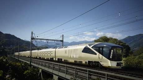 A East Japan Railway Company anunciou o serviço em 2014, mas talvez nem o mais otimista executivo previsse tanta demanda: um sorteio para a compra de assentos para o primeiro trajeto teve 76 vezes mais interessados do que lugares disponíveis