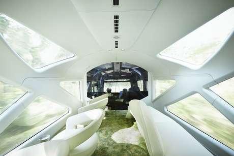 Apesar do preço salgado, o luxo e o desenho futurista do hotel sobre trilhos provaram ser um sucesso: as passagens para o trem de dez vagões estão esgotadas até março de 2018
