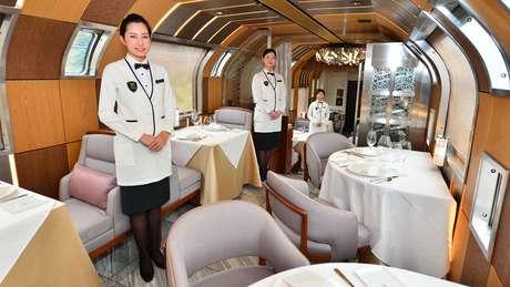 As refeições a bordo serão preparadas por chefes com estrelas Michelin e servidas por mordomos uniformizados