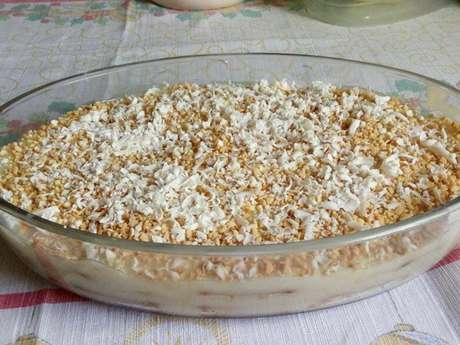Pavê de chocolate branco com amendoim
