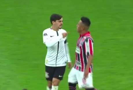 Fagner foi condenado a um jogo de gancho, enquanto Cueva recebeu uma advertência (foto: Reprodução TV Globo)