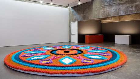 Jill Magid fez essa tapeçaria inspirada por um dos prédios de Barragán