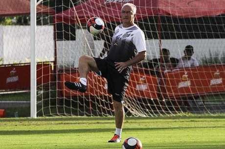 Herói santista, Lucas Veríssimo comemora seu primeiro gol como profissional
