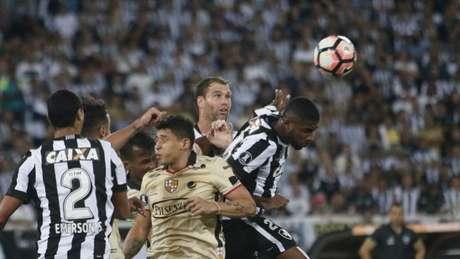 O Barcelona-EQU foi superior e mereceu a vitória dentro do Nilton Santos (Foto: Reginaldo Pimenta / Raw Image)