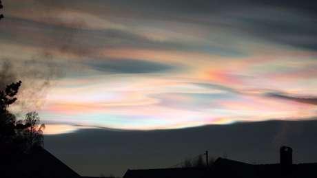 Nuvens estratosféricas polares do tipo 2A geram cores únicas no céu