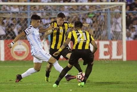 El Tucumán elimina 2-1 al Peñarol