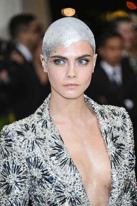 El peinado de Cara Delevingne.
