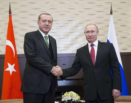 O presidente russo, Vladimir Putin, e seu colega turco, Recep Tayyip Erdogan.
