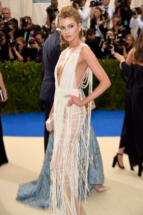 Stella Maxwell também vestiu peça da rede sueca de fast fashion