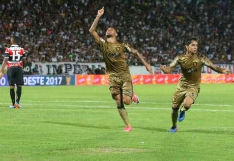André celebra o seu gol, o segundo do Sport (Foto: Williams Aguiar/Sport)