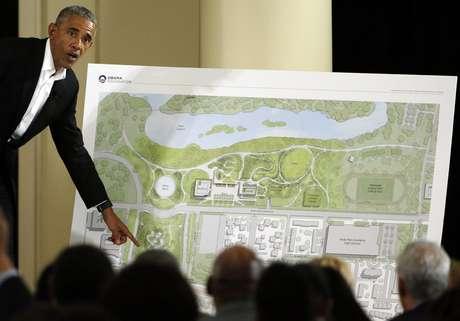 Obama explica detalles del proyecto arquitéctonico.
