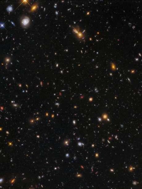 """Imagens do Abell mostram galáxias que datam da """"infância"""" do Universo"""
