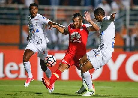 Santos gana 3-2 al Santa Fe en casa y sigue líder en el 2