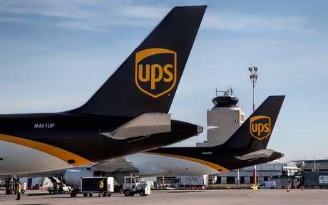 Avión de carga se despista en Virginia; dos muertos